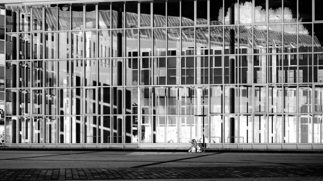 Platz 32 - Hajo Schumacher - Fassade in SW