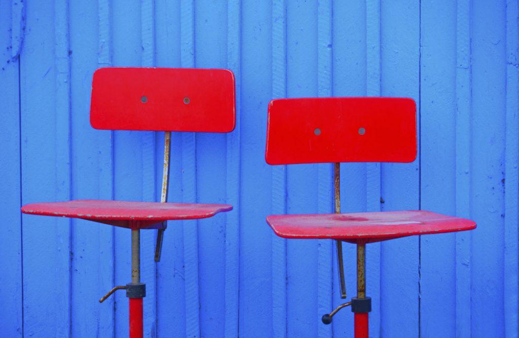 Platz 45 - Bettina Schmidt - Rote Stühle
