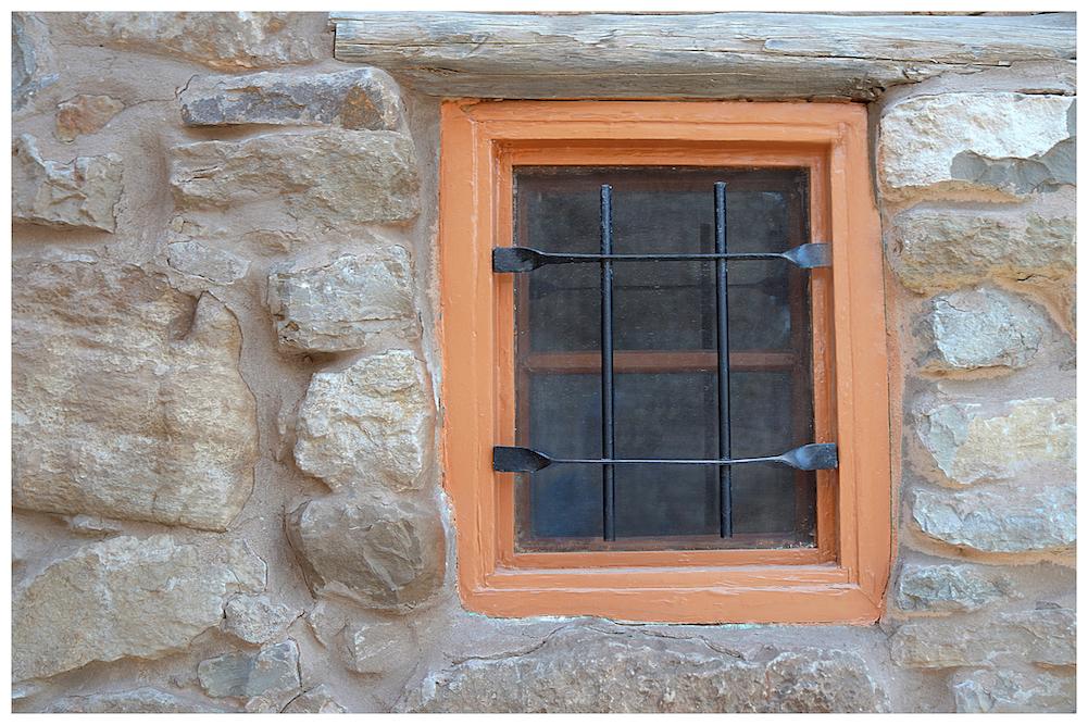 Platz 26 - Guenter Deitermann - Fenster im Beduinenhotel